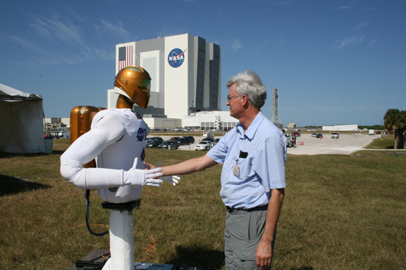 Robonaut 2A and Ken Kremer shake hands at KSC.