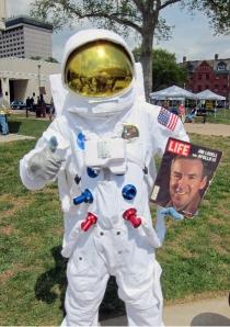 Jim Lovell had fun at Super Science Day. Credit: David Kaplan