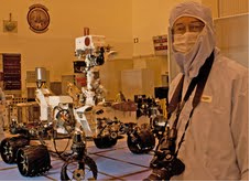 Ken Kremer & Curiosity in the KSC Clean Room
